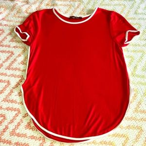 Tops - Cute red and white tee